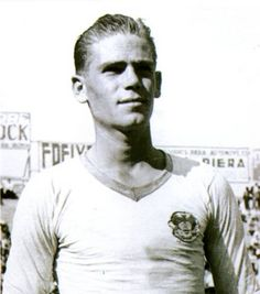 Antonio Puchades, one of the first real stars to come out of the cantera. Now VCF Mestalla's stadium is named after him.